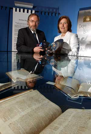 photo (50KB): Peter Armstrong, Head of the 1986 Domesday Project with Sarah Tyacke, Keeper of the Public Records