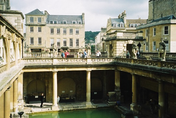 photo (94KB) : The Roman Baths