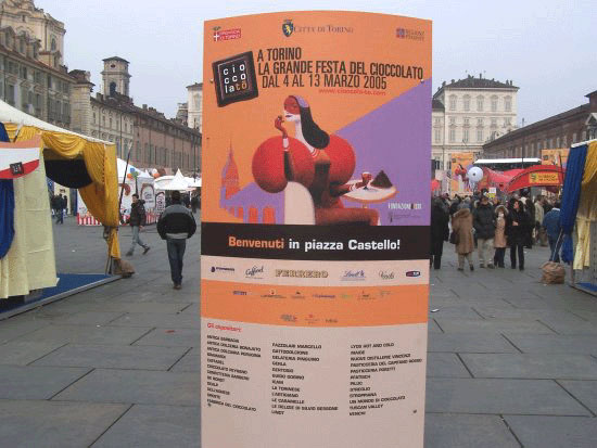 photo (56KB) : Figure 3 : The Turin Chocolate Festival © John Paschoud