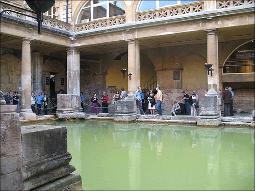 photo (62KB) : Reception for delegates held at the Roman Baths
