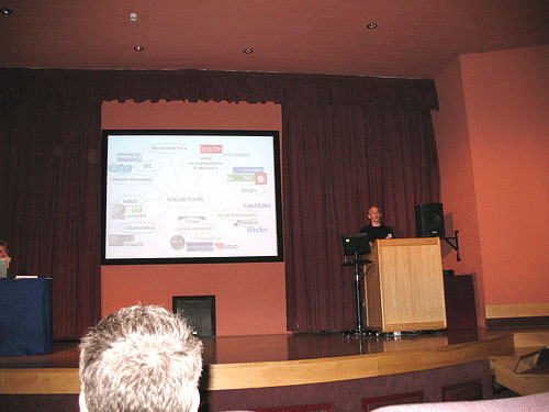 photo (42KB) : Figure 1 : Steven Warburton and his Web 2.0 slide