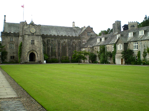 photo (52KB) : Figure 1: Dartington Hall