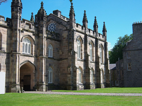 photo (64KB) : Figure 1 : King's College, University of Aberdeen