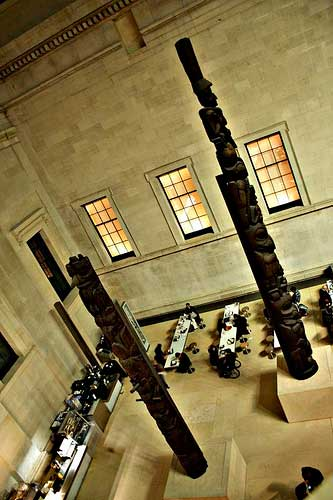 photo (31KB) : Dinner at the British Museum (picture courtesy of dev8D)