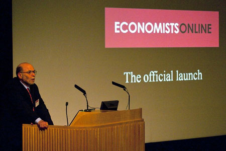 photo (28KB) : Professor Barr launching Economists Online