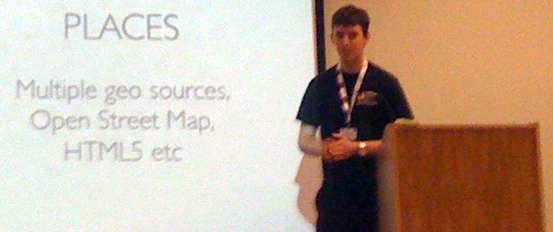 photo (16KB) : Alex Dutton describes the quick-win mobile applications of Mobile Oxford