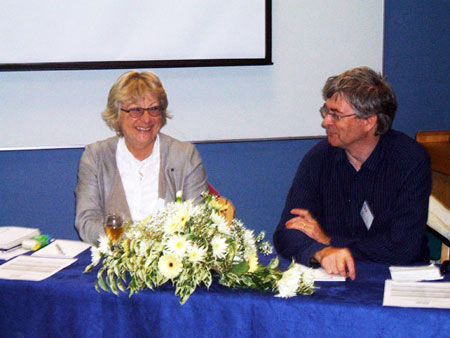 photo (39KB) : Biddy Fisher, CILIP President and Alan Danskin of the British Library at the start of the conference